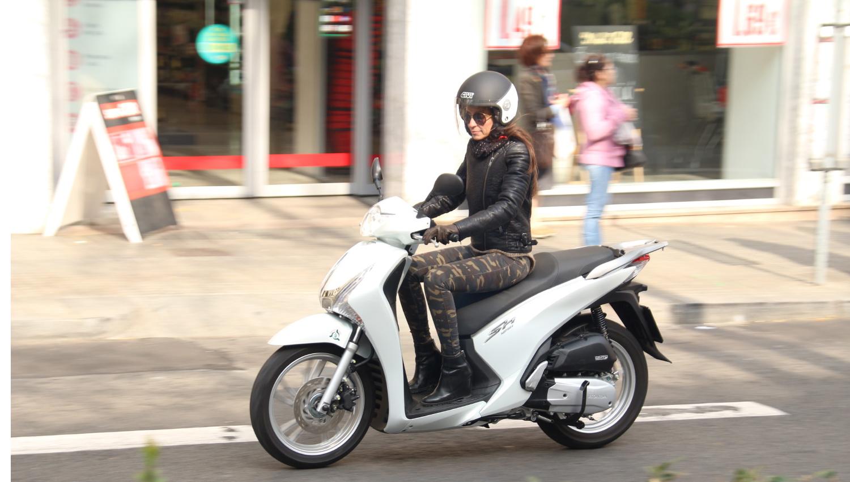El Ayuntamiento de Barcelona solicita a la DGT revisar la norma de poder conducir una moto de hasta 125 cc solo con el permiso B de coche