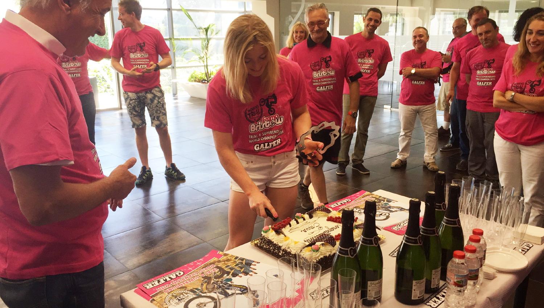 Emma Bristow celebra en Galfer su doble título mundial de Trial