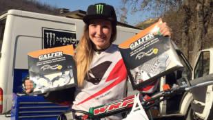 Galfer, con la pluricampeona del mundo de motocross Kiara Fontanesi
