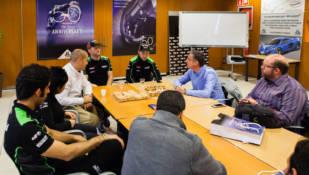 Los pilotos de superbikes Jonathan Rea y Tom Sykes visitaron J.Juan