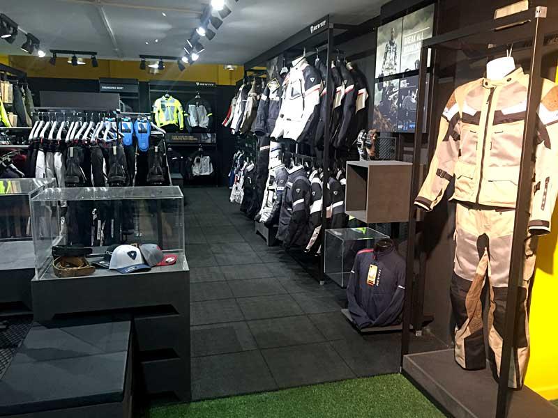 MotoCenter Levante abre en Barcelona la primera tienda Rev'it!
