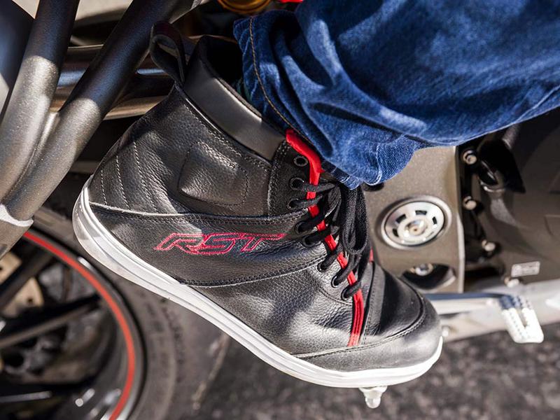 Otoño bien calzado con las botas Roadster y las zapatillas Urban II de RST