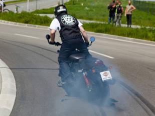 Avon Tyre bate el récord mundial de burnout de moto