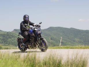 Disfruta de una salida en moto y de una carrera de karts con el Clustermoto