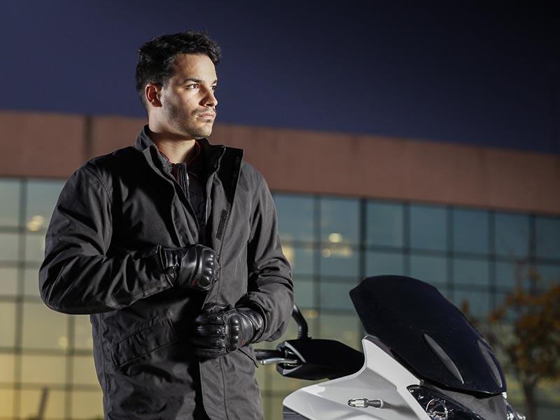 Versatilidad urbana con la nueva chaqueta SD-JC45 de Seventy Degrees