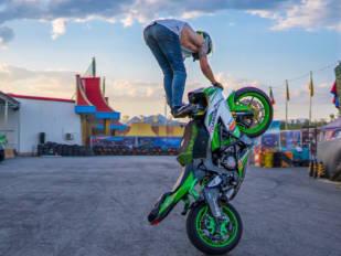 Una espectacular Kawasaki, la nueva arma de Cuadrado Stunt
