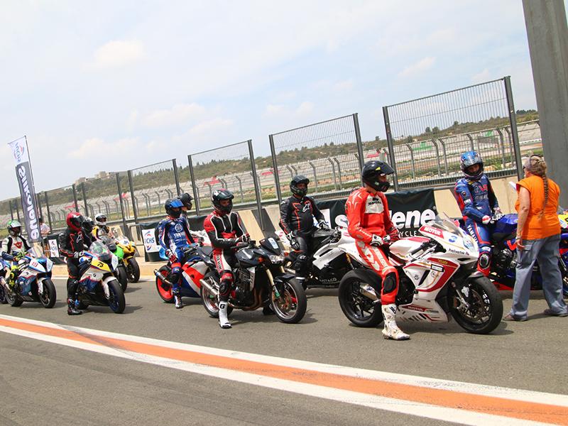 El Silkolene Track Day reúne a más de cien motoristas en el Circuito Ricardo Tormo