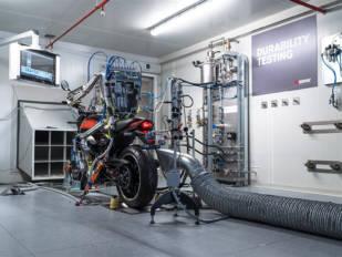 Akrapovič exhibe capacidad tecnológica con su nuevo banco de pruebas