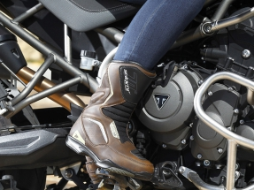 Devora kilómetros con las botas Touring SD-BT2 y SD-BT3 de Seventy Degrees