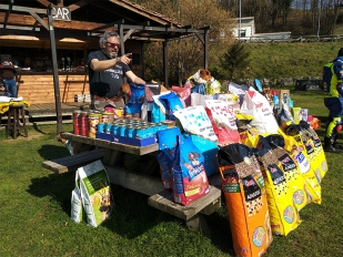 III Recogida solidaria de alimentos para animales en el Chiringuito Motero de Arriondas