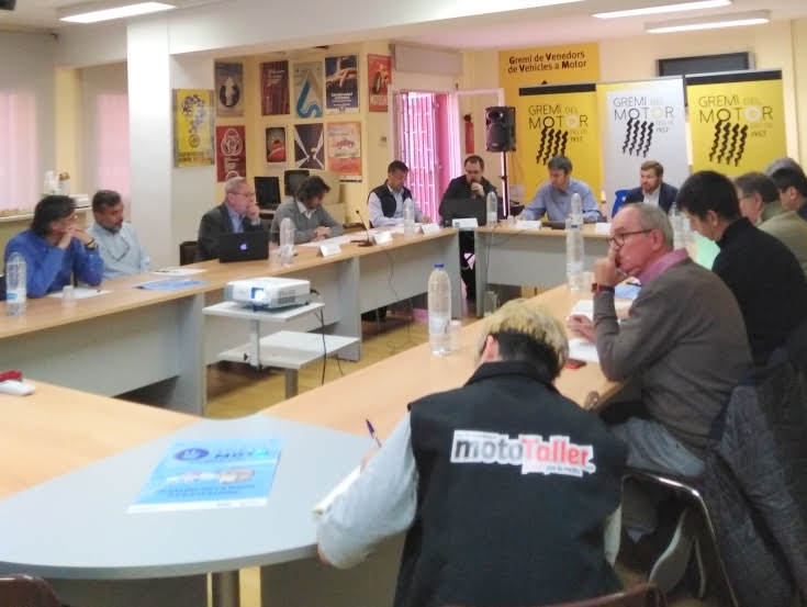 Expertos del sector del motor se reúnen en una mesa redonda para analizar la movilidad en Barcelona