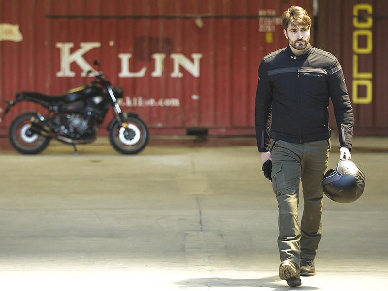 Hevik completa su oferta con una chaqueta Cafe Racer