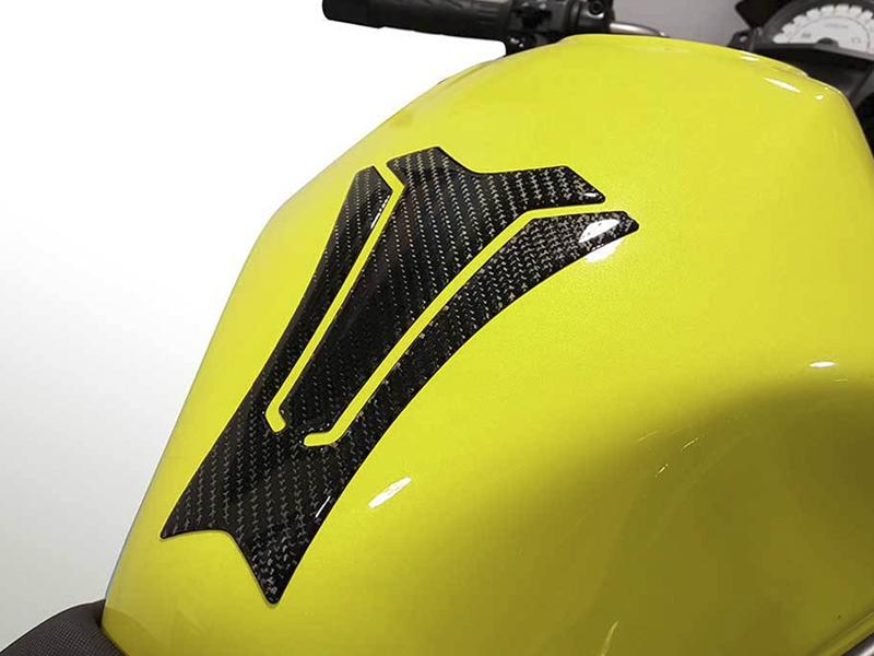 Uniracing y sus adhesivos para el sector de la moto