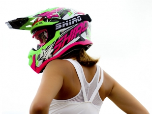Shiro y su nuevo casco de off road, el MX-917 Thunder III