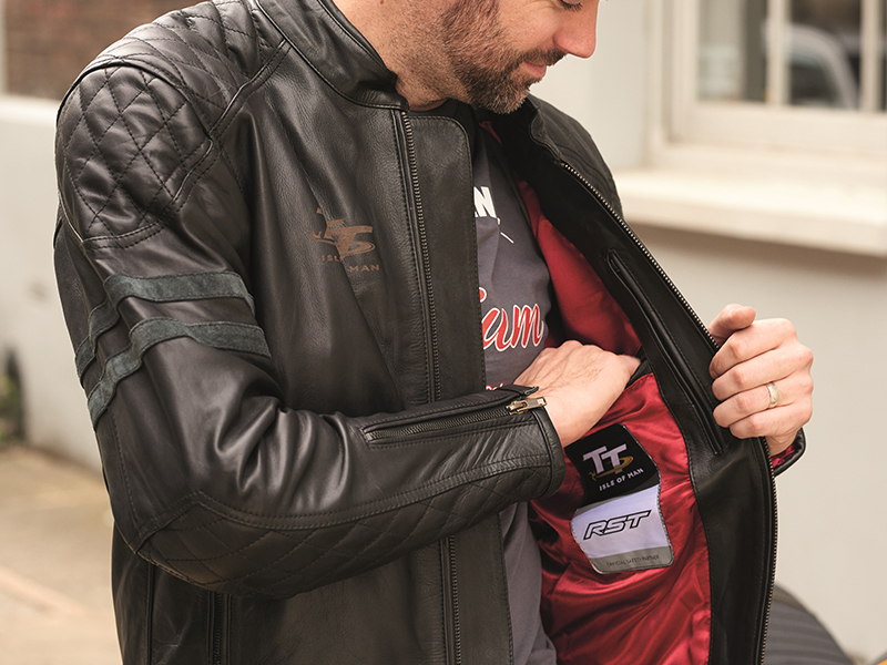 Puro estilo vintage con la nueva chaqueta IOM TT Hillberry de RST