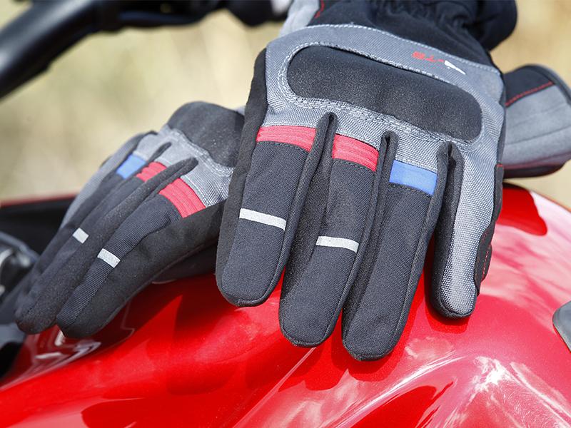 Comodidad y seguridad con los nuevos guantes de Seventy Degrees