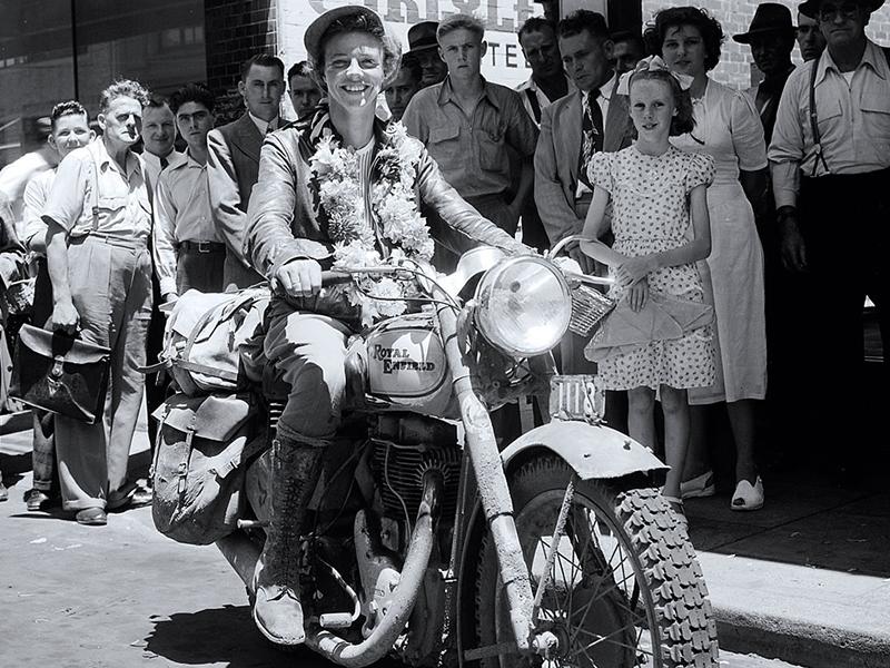 Royal Enfield rinde tributo a Winifred Wells, una de las pioneras de las dos ruedas