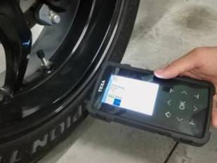 motoConsejo Texa: Sustituir sensor TPMS en una BMW K1200 R (K43)
