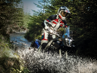 Disfruta seguro y cómodo tus rutas con el nuevo conjunto Adventure-X de RST