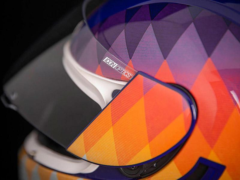 Icon plasma el verano en su nuevo casco Airform Hello Sunshine