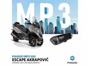 La Piaggio Mp3 500, con escape Akrapovič