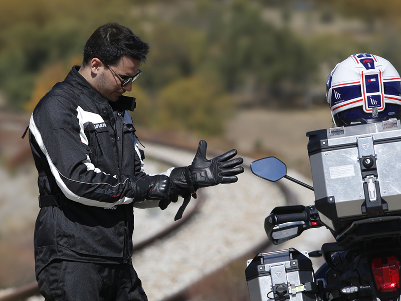 Seventy Degrees da cinco claves sobre los guantes de moto
