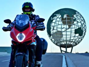 Viajando con arte con la MV Agusta Turismo Veloce Rosso