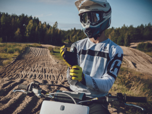Nuevas líneas de equipación de enduro y motocross Husqvarna