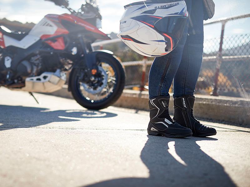Seguridad, comodidad y resistencia con las botas Touring y Adventure de Seventy Degrees