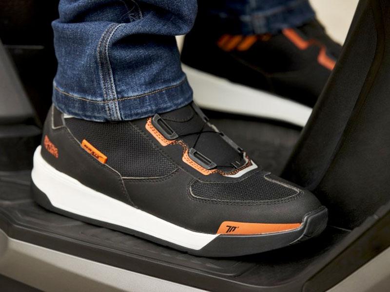 Seventy Degrees presenta sus nuevas zapatillas SD-BC10 con cierre automático