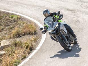 La DGT bonificará hasta con dos puntos por realizar cursos de conducción de moto