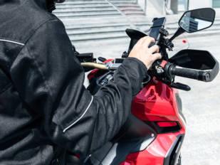 Soluciones GIVI para que no se te caiga el smartphone o el GPS cuando vas de ruta