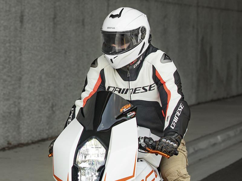 Sena lanza el casco modular Outrush R