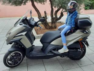 Vuelta al cole: ¿Cómo llevar a tu hija o hijo al cole en moto de forma segura?