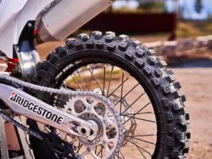 Bridgestone presenta el nuevo neumático de motocross Battlecross X31